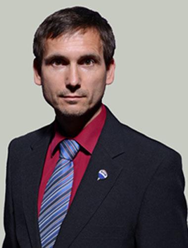 Realitní makléř Karel Hynšt