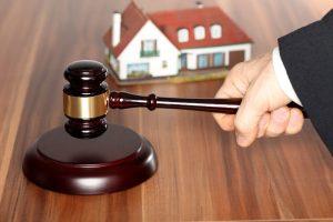 Aukce nemovitosti nebo dražba?