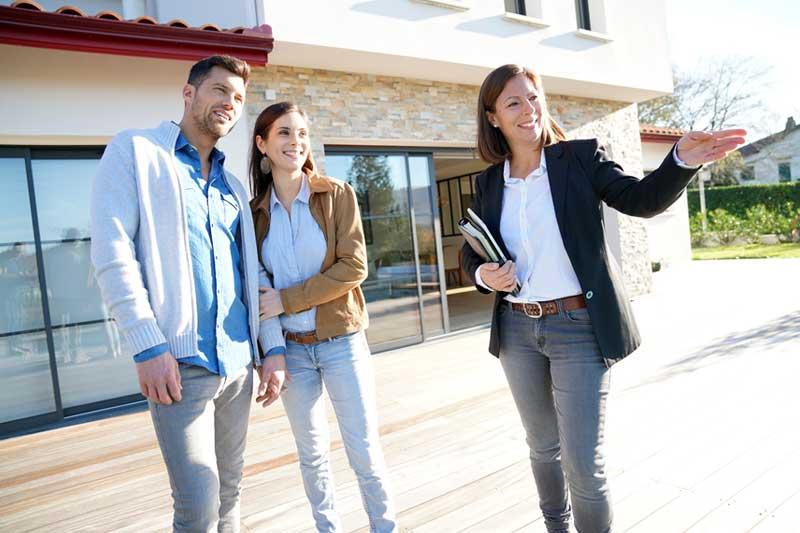 Prodej nemovitosti s realitní kanceláří. Výhody, nevýhody